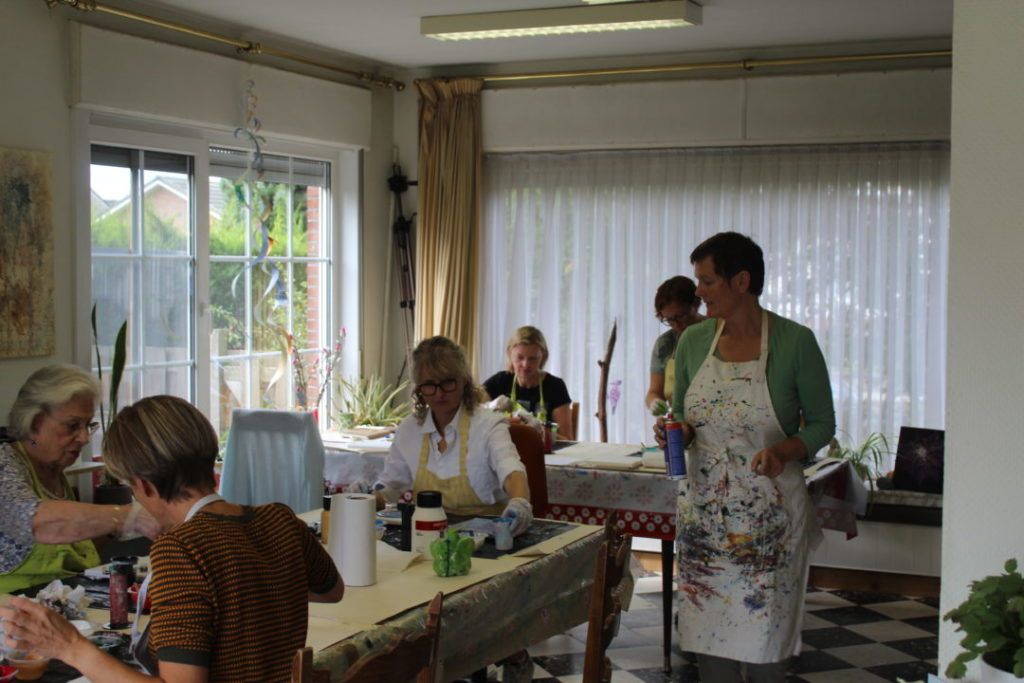 Masterclass Acryl gieten in het atelier van Donna Hoogstraaten