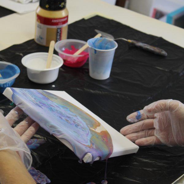 alt=''Introductie workshop acryl gieten Donna Hoogstraaten''/>
