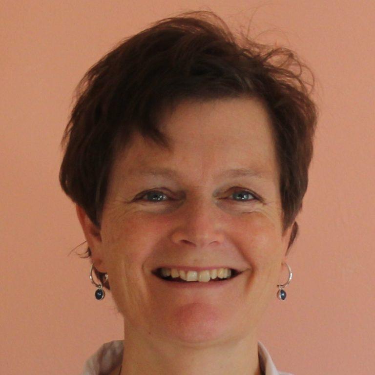 alt=''Verbeter je pouring techniek workshop acryl gieten Donna Hoogstraaten''/>